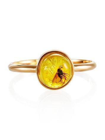 Изящное золотое кольцо «Клио», украшенное лимонным янтарём с инклюзом насекомого 17, Размер кольца: 17, фото , изображение 4