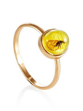 Изящное золотое кольцо «Клио», украшенное лимонным янтарём с инклюзом насекомого 17, Размер кольца: 17, фото