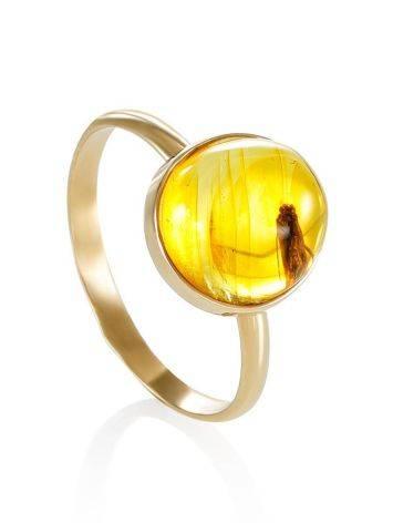Уникальное кольцо «Клио» из золота и янтаря с инклюзом мушки 16.5, Размер кольца: 16.5, фото