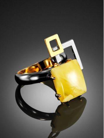 Необычное кольцо из серебра и цельного медового янтаря «Пикассо» б/р, Размер кольца: б/р, фото , изображение 2