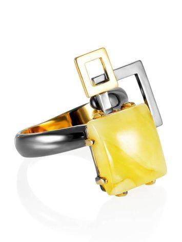 Необычное кольцо из серебра и цельного медового янтаря «Пикассо» б/р, Размер кольца: б/р, фото