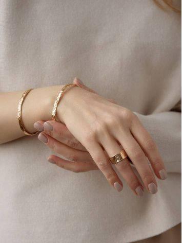Тонкий яркий браслет из фактурного серебра в розовом золочении Liquid, фото , изображение 4