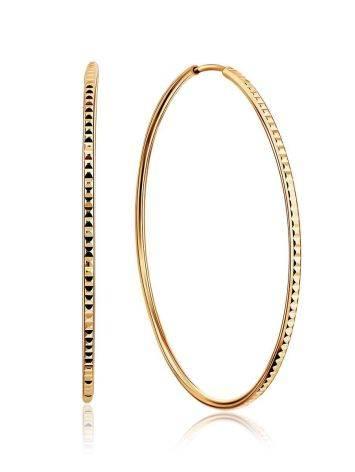 Стильные золотые серьги-кольца с необычной фактурой, фото