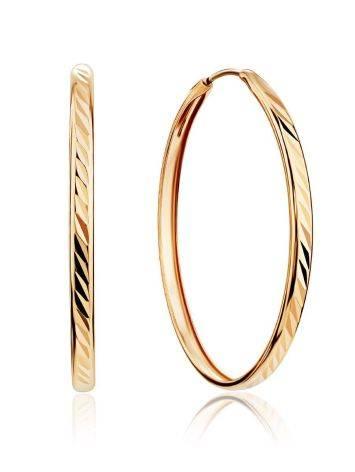 Эффектные золотые серьги-кольца с необычной текстурой, фото