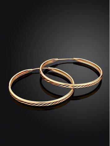 Эффектные золотые серьги-кольца с необычной текстурой, фото , изображение 2