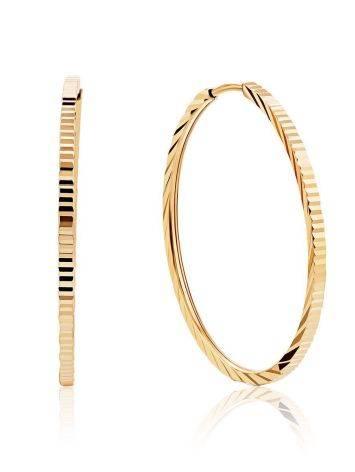 Трендовые золотые серьги-кольца с необычной текстурой, фото