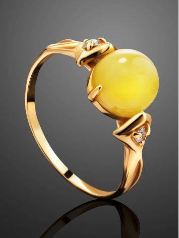 Легкое кольцо из золота 585 пробы с небольшой круглой вставкой из медового янтаря и цирконами «Самбия» 16.5, Размер кольца: 16.5, фото , изображение 2