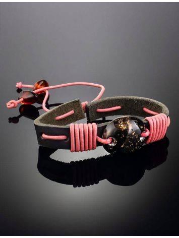 Браслет из чёрной кожи, перевитый розовым шнуром и украшенный янтарём «Копакабана», фото , изображение 2