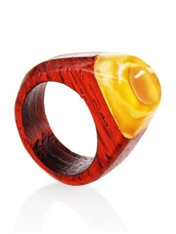 Кольцо в этническом стиле из натурального балтийского янтаря и древесины падука «Индонезия», Размер кольца: 17.5, фото