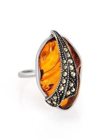 Небольшое нарядное кольцо с цельным янтарём и марказитами Colorado 17, фото