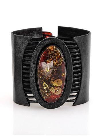 Широкий кожаный браслет с цельным искрящимся янтарём «Амазонка», фото