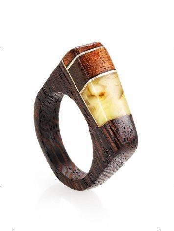 Стильное кольцо из дерева с цельным медовым янтарём «Индонезия», Размер кольца: 18, фото