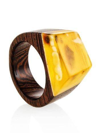 Стильное кольцо из натурального балтийского янтаря и дерева «Индонезия», Размер кольца: 19, фото