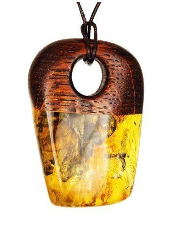 Стильный кулон из натурального балтийского янтаря и дерева «Индонезия», фото