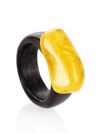 Этническое кольцо из древесины граба с натуральным янтарём «Индонезия», Размер кольца: 19.5, фото