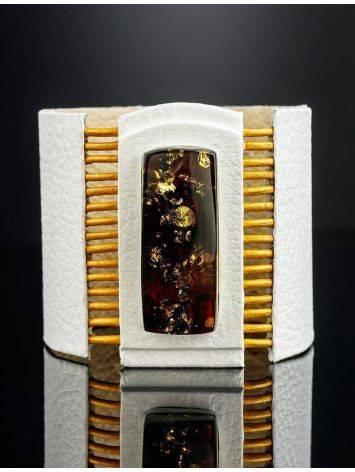 Стильный браслет из белой кожи со вставкой из балтийского янтаря «Амазонка», фото , изображение 2