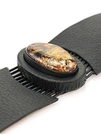 Оригинальный широкий браслет из натуральной кожи с овальной вставкой из сверкающего янтаря «Амазонка», фото , изображение 3