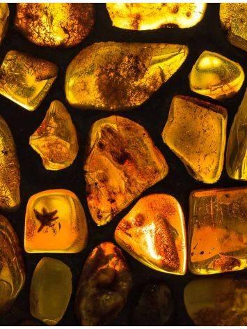 Подсвечник «Витраж», созданный из цельных кусочков прозрачного янтаря, фото , изображение 3