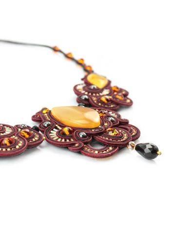 Красное ажурное колье с элементами плетения и вставками из натурального медового янтаря «Индия», фото , изображение 5