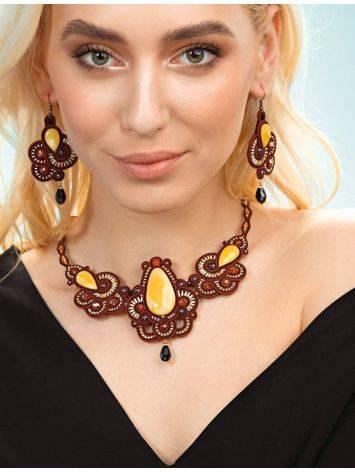 Красное ажурное колье с элементами плетения и вставками из натурального медового янтаря «Индия», фото , изображение 4
