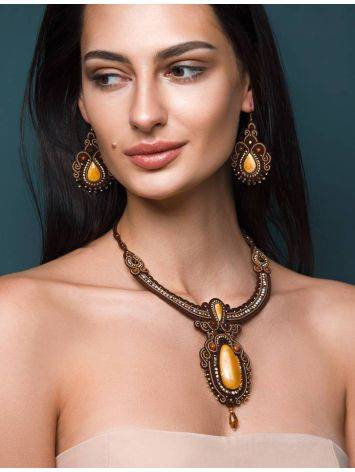 Плетёное колье «Индия», украшенное кристаллами и цельным медовым янтарём, фото , изображение 3