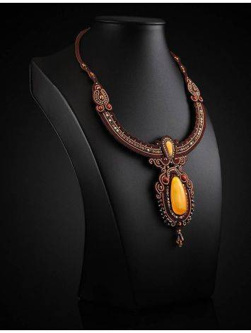Плетёное колье «Индия», украшенное кристаллами и цельным медовым янтарём, фото , изображение 2
