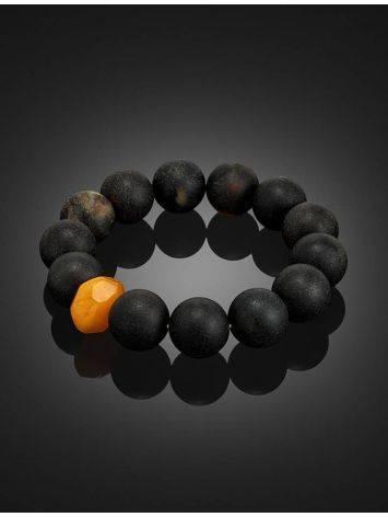 Стильный браслет «Куба» из формованного чёрного янтаря с яркой проставкой, фото , изображение 2